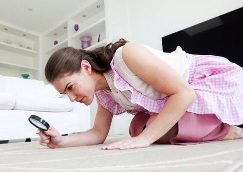 Woman-cleaning-floor-612778