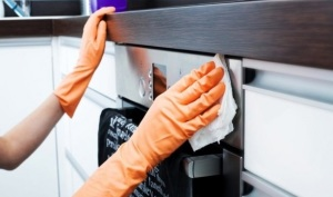 cleaning-kitchen-cabinet-from-the-dust