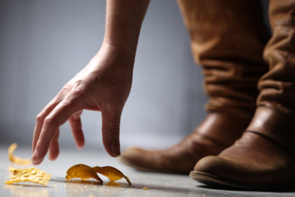 ne vegyük fel a földre esett csipszet